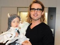 Brad Pitt thay đổi hoàn toàn khi trở thành bố