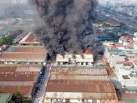 Đám cháy gần đường Giải Phóng thiêu rụi1.000m2 nhà xưởng