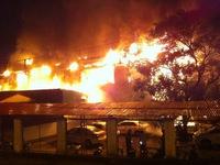 Cháy bar Yên Phụ do chập điện bảng quảng cáo