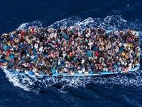 Chìm tàu ngoài khơi Libya, hàng chục người chết và mất tích