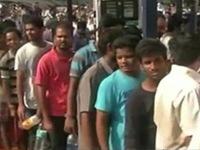 Ấn Độ: Xếp hàng nhiều giờ để mua... 1 lít xăng