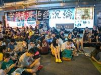 Người biểu tình Hong Kong (Trung Quốc) hủy thăm dò dư luận