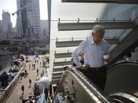 Cơ quan công quyền Hong Kong hoạt động trở lại