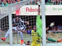 Juve mở màn thắng lợi, Bayern hòa đáng tiếc