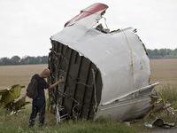 Máy bay MH17 đã bị xuyên thủng bởi vật thể có tốc độ cao