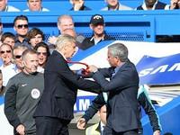 Arsene Wenger và Mourinho suýt... 'so găng' trong trận derby London