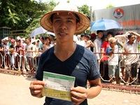 Mắc võng nằm chờ 12 tiếng để mua vé xem U19 Việt Nam đá bán kết