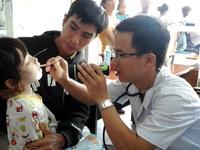 Số trẻ nhập viện tăng cao do nắng nóng