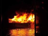 Hiện trường cháy tàu du lịch 3 sao trên Vịnh Hạ Long