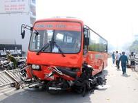 Xe khách đâm liên tiếp 7 xe máy, ít nhất 8 người bị thương