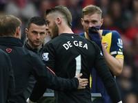 Tin dữ cho Man Utd: Van Gaal đã mặc kệ De Gea