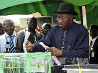 Nigeria: Tấn công bạo lực trong ngày bầu cử Tổng thống