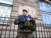Các nước siết chặt an ninh sau vụ khủng bố tại Pháp