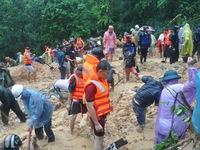 Bộ đội Hải quân giúp đỡ người dân vùng lũ Quảng Ninh