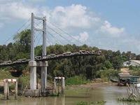 Cầu ở Long An vừa khánh thành đã sập