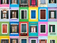 Thế giới rực rỡ qua những ô cửa sắc màu
