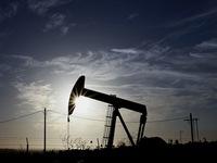 Giá dầu thế giới tiếp tục đà giảm mạnh