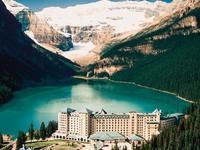 Hồ xanh ngọc bích tuyệt đẹp ở Canada