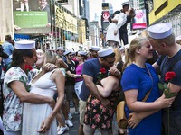 Mỹ: Hàng trăm cặp đôi trao nhau nụ hôn giữa quảng trường