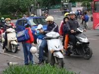 Hà Nội: Khoảng 90% trẻ em đội mũ bảo hiểm tới trường