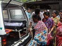 Ấn Độ: 90 người tử vong do uống rượu giả