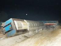 Quảng Trị: Đâm ôtô kéo rơ-moóc, 3 toa tàu bị hất văng khỏi đường ray