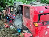 Tạm giữ lái xe khách giường nằm rơi xuống vực ở Quảng Nam