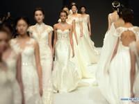 Ngắm những mẫu váy cưới pha ren tinh tế của Aolisha