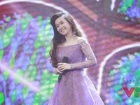 Đinh Hương rạng ngời trên sân khấu Gặp gỡ VTV