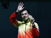 Bộ VH-TT&DL thưởng nóng cho xạ thủ Hoàng Xuân Vinh 60 triệu đồng