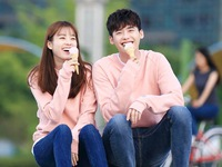 Lộ ảnh hẹn hò siêu đáng yêu của Han Hyo Joo và Lee Jong Suk