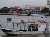 Tàu bị lật trên sông Hàn đã hoạt động chui