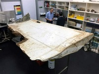 Australia kiểm tra mảnh vỡ nghi của cánh máy bay MH370