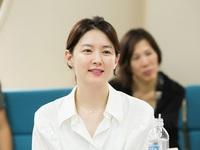 Phim của Lee Young Ae vượt mặt Hậu duệ mặt trời?