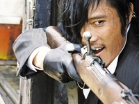 Lee Byung Hun đầy bặm trợn trong The Magnificent Seven