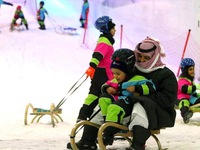 Chơi... trượt tuyết giữa lòng sa mạc Trung Đông