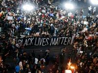 Biểu tình lan rộng khắp nước Mỹ, gây tắc nghẽn đường phố