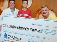 Cậu bé 10 tuổi quyên góp 20.000 USD tặng bệnh viện