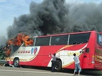 Cháy xe bus chở khách du lịch tại Đài Loan (Trung Quốc)