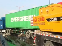 Container gây tai nạn liên hoàn, hàng chục người nước ngoài hoảng loạn
