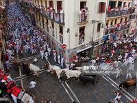 Lễ hội bò rượt San Fermin mạo hiểm tại Tây Ban Nha