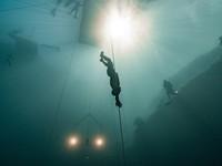 Nín thở hơn 4 phút lặn sâu 124m dưới mặt biển