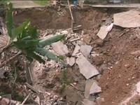 Cận cảnh hố tử thần sâu 11m xuất hiện tại Hà Nội