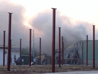 Hà Nội: Cháy lớn tại xưởng chứa vải, giấy