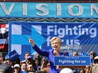 Những màn đối đáp gay cấn giữa bà Hillary Clinton và tỷ phú Donald Trump