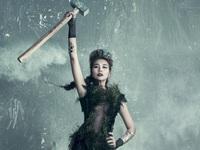 Thanh Hằng tạo dáng như nữ thần tự do trong ảnh poster Vietnam's Next Top Model 2016