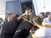 Thổ Nhĩ Kỳ phong tỏa căn cứ không quân chặn đường trốn của quân đảo chính