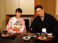 MC Hồng Phúc thích thú khi được diện Kimono
