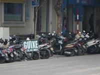 """Các điểm trông giữ xe ở Hà Nội đang """"nương tay"""" chặt chém?"""