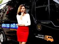 Sang chảnh trên VTV: MC lái Limousine, biến siêu xe thành trường quay di động